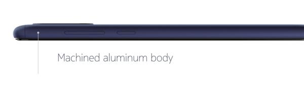 Nokia 3.1 Plussan runko on alumiinia. Ylä- ja alapäässä on muoviset kaistaleet.