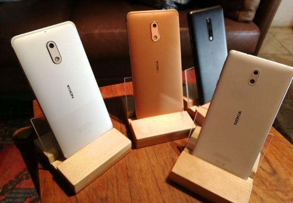 Koko Nokia-uutuuskolmikko on pian myynnissä. Keskellä näkyvä kupari väri on ollut poikkeuksellisen haluttu.