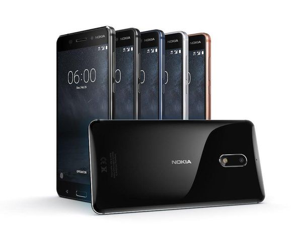 Nokia 6. Etualalla vielä odotettava kiiltävä musta Arte Black -versio.