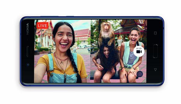 Nokia 8:n kamerasovellus tukee myös live-videolähetyksiä Facebookiin ja YouTubeen. Myös tässä tapauksessa voi käyttää yhtäaikaisesti taka- ja etukameraa.