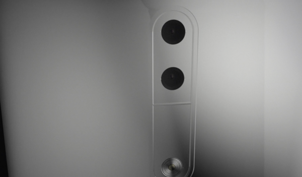Nokia-kaksoiskamerapuhelin vilahtaa videolla.