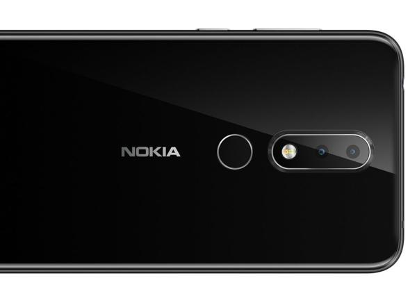 Nokia X6:ssa on kaksoiskamera, jossa on 16 megapikselin värillinen pääkamera ja 5 megapikselin monokromikamera.