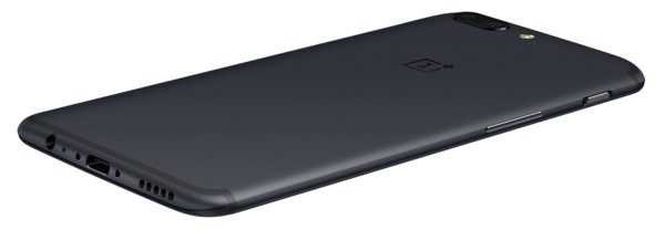OnePlus on 7,25 millimetriä paksu. Kamera ulkonee muusta laitteesta vain hieman.