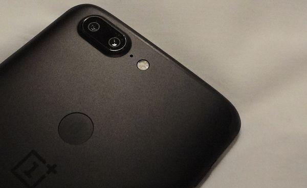 Sormenjälkilukija löytyy nyt OnePlus 5T:stä takaa.