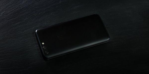 OnePlussan julkaisema kuva OnePlus 5T:stä.