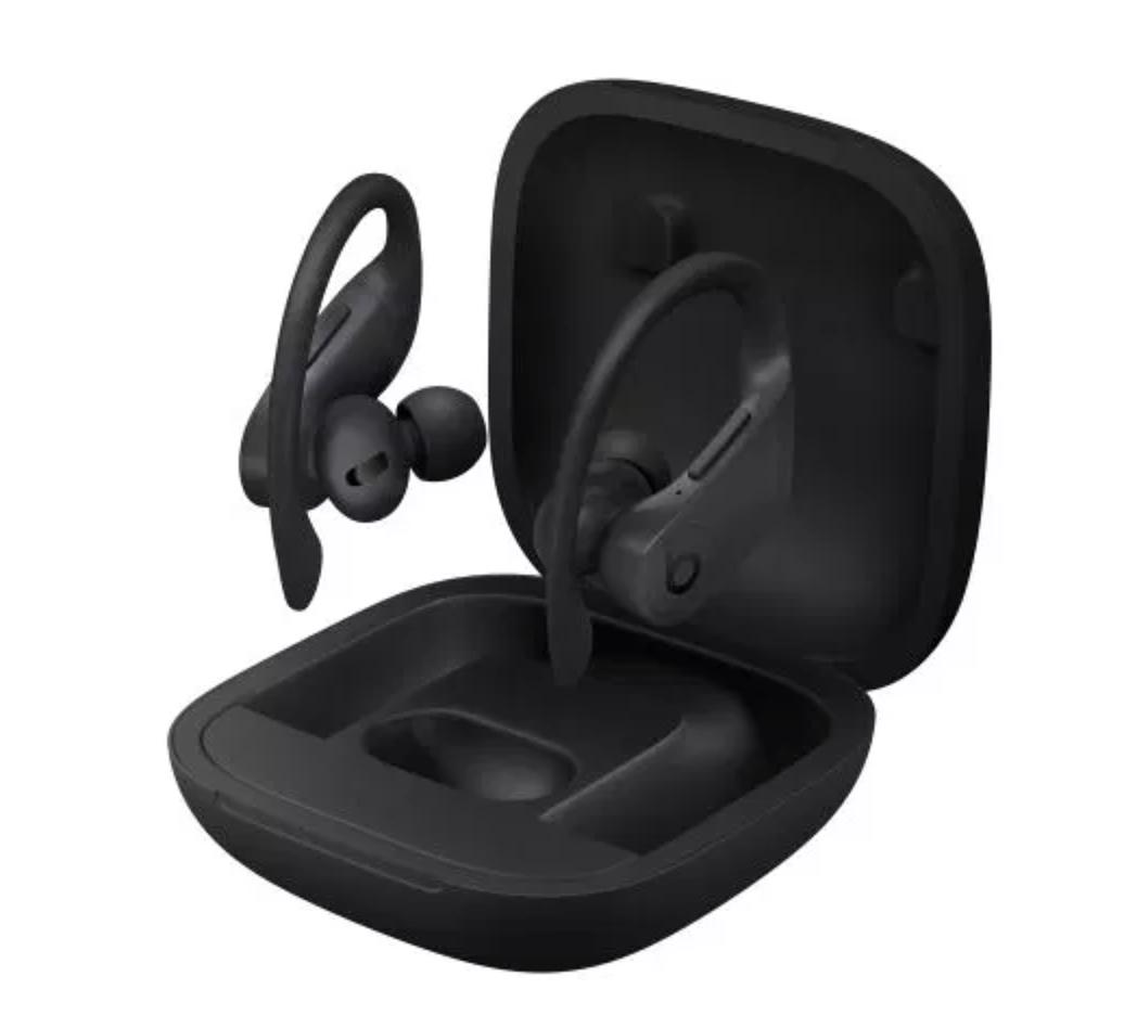 Powerbeats Pro -kuulokkeiden säilytys- ja latauskotelo.