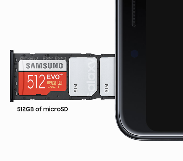 Galaxy A9 tukee jopa 512 gigatavun microSD-muistikortteja.