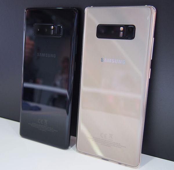 Galaxy Note8:sta on olemassa toistaiseksi neljä väriä, joista Suomessa myynnissä ovat toistaiseksi musta ja kultainen.