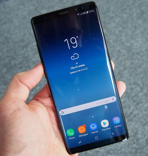 Galaxy Note8:ssa on 6,3 tuuman Infinity Display -näyttö.