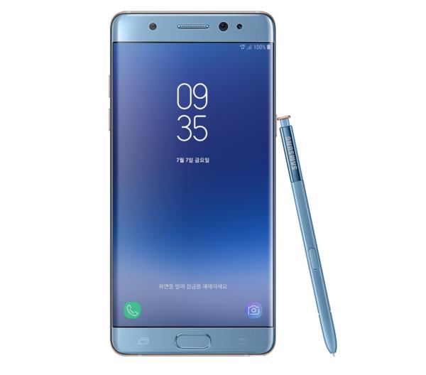 Etupuolelta puuttuvaa Samsung-logoa lukuun ottamatta Fan Edition on kuin alkuperäinen Note7.