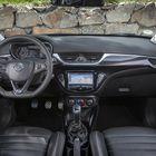 Corsa OPC on sisältä pikkuautoksi varsin tyylikäs, mutta samalla toimiva ja riittävän yksikertainen.
