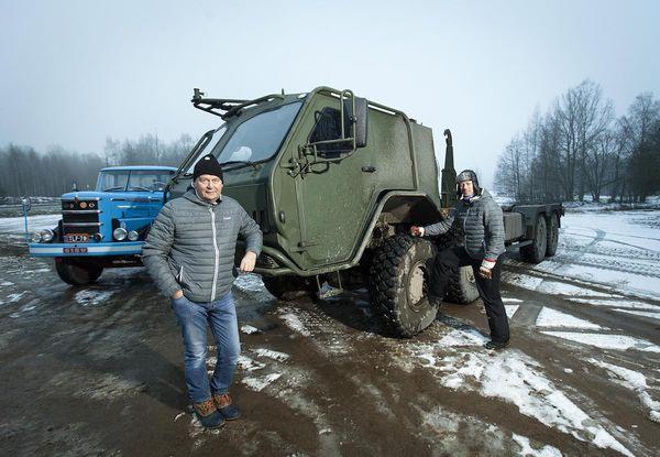 Teknavin ajossa ollut Sisun maastokuorma-auto painaa noin 30 tonnia.