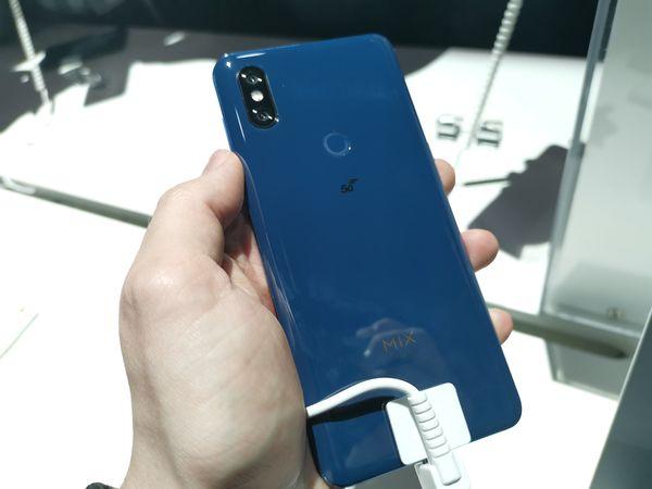 Takana Mi MIX 3 5G:ssä on tietenkin 5G-logo.
