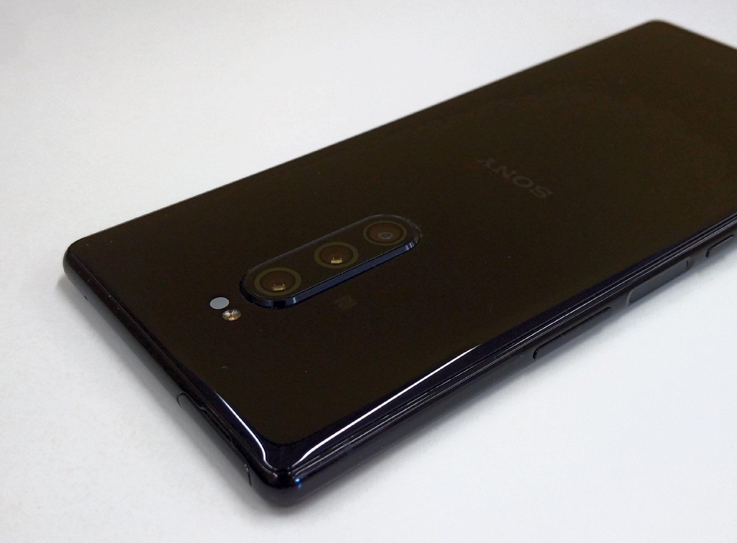 Xpperia 1 sisältää tasokkaan kolmoistakakameran.