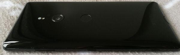 Xperia XZ3:ssa on takana perinteinen kamera. Sormenjälkilukija puolestaan on monen käteen turhan alhaalla.