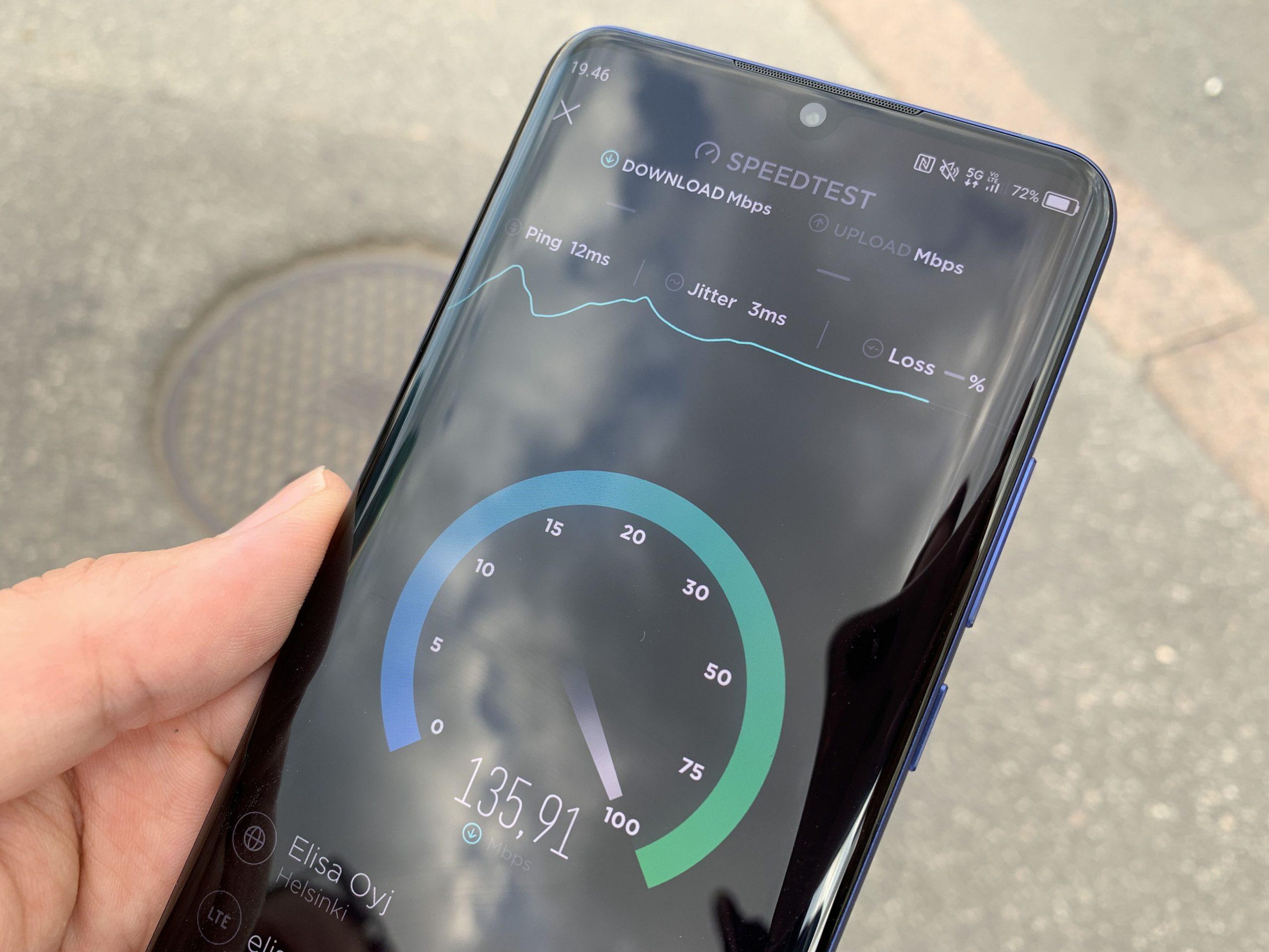 Helsingin keskustassa Elisan 5G-verkossa testatut nopeudet jäivät vielä yleisesti 100-200 megabitin väliin.