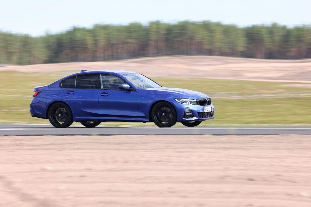 BMW_330e_xdrive