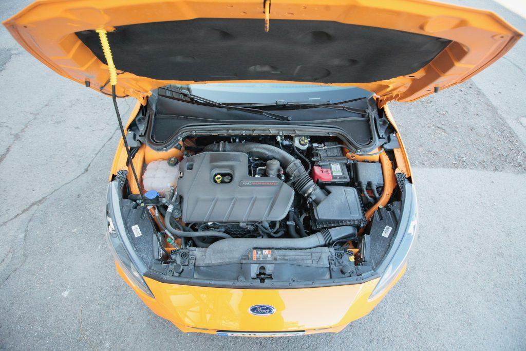 Ford_Focus_ST_moottori