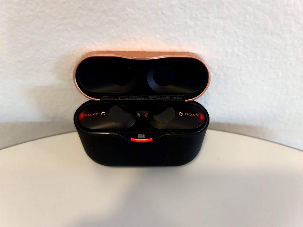 Sony WF1000XM3 -kuulokkeet rasiassaan